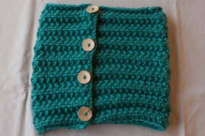 cowl with buttons
