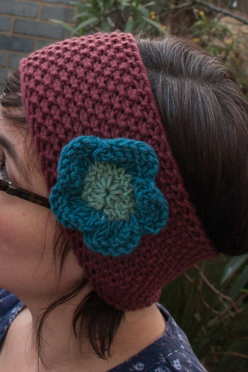 moss stitch hairband with flower